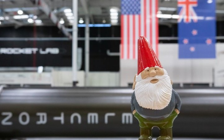 """<img src=""""Gnome Chompski.png"""" alt=""""Gabe Newell Launches Gnome Chompsky Into Space"""">"""